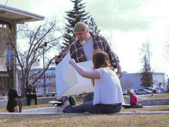 Sunshine draws students outside